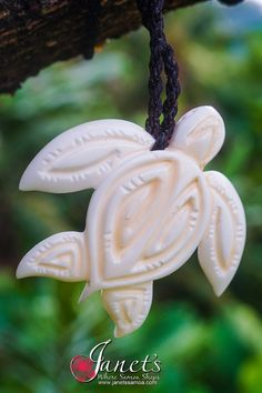 Janet's - Giant Clam Shell Turtle BRPS158, 139.00 AUD (http://www.janetssamoa.com/giant-clam-shell-turtle-brps158/)      Giant Clam Shell Carved into The Royal Turtle     Polynesian Motif Intricately Carved onto the shell face and Inked     Adjustable string length for comfortable fit