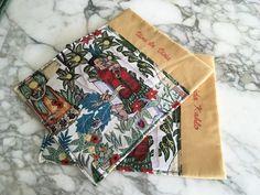 Tovagliette americane Frida Kahlo con scritta ricamata a mano VIVA LA VIDA, by L' Atelier di Trame Preziose, 45,00 € su misshobby.com Gift Wrapping, Floral, Gifts, Frases, Fantasy, Mistress, Frida Kahlo, Viva La Vida, Atelier
