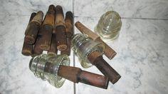 Isoladores de vidro antigos da Hemingray e Pins (suportes de mdeiras) utilizados nos anos 30-40. (Adriano-Gil-Juá)