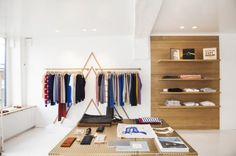 Love the racks. Love the simple table layout.