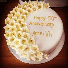 50th wedding anniversary cake Kokos Cupcakes, 50th Wedding Anniversary Cakes, Happy 50th, Birthday Cake, Desserts, Food, Tailgate Desserts, Deserts, Birthday Cakes