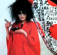 """Siouxie of """"and the Banshees"""" fame eating with chopsticks Siouxsie Sioux, Siouxsie & The Banshees, 80s Goth, Punk Goth, Rock Roll, Alternative Rock Bands, Alternative Music, Happy Lunar New Year, Gothic Rock"""