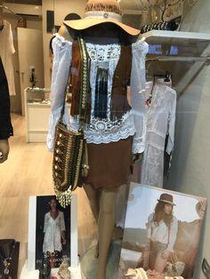 Blusa Piluca Bayarri Ibiza, chaleco y falda en piel Modus Vivendi Barcelona, bolso World Family Ibiza, bijouterie Mimi Scholer y sombrero artesanal. #adlib #trendie #cool
