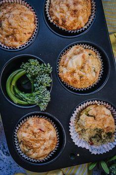 Juusto-kasvismuffinit ovat herkullinen välipala koko perheelle Gouda, Breakfast, Red Peppers, Morning Coffee, Morning Breakfast