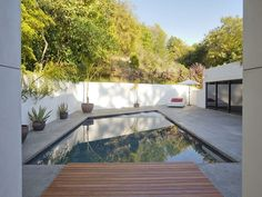 Swimming Pool Flawless Design: Contemporary Luxury Home in Beverly Hills, California