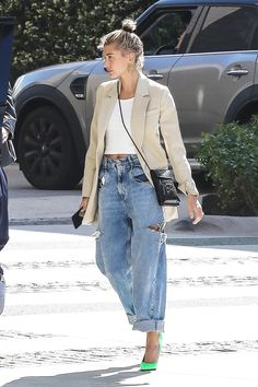 Stars Wearing Jeans & T-Shirts: Pics Of The Spring Trend – Hollywood Life Ripped Jeggings, Ripped Knee Jeans, Ripped Skinny Jeans, Curvy Women Fashion, Latest Fashion For Women, Urban Fashion, Women's Fashion, Fashion Black, Fashion Rings