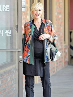 Star Tracks: Monday, December 30, 2013 | EASY DOES IT | On-the-go mom-to-be Gwen Stefani squeezes in some much-deserved relaxation as she stops by an L.A. acupuncture clinic on Saturday.