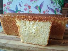 Delikatna, wilgotna i puszysta babka cytrynowa to bardzo szybkie w przygotowaniu ciasto dla każdego. Przepyszna, w sam raz do poobiedniej kawki lub herbaty :). Znika błyskawicznie z talerza. Składniki: 5 jajek2 i 1/2 szklanki mąki pszennej (składniki odmierzane szklanką o pojemności 250 ml)1 i 1/2 s Vanilla Cake, Bread, Blog, Brot, Blogging, Baking, Breads, Buns