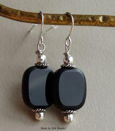 Artículos similares a Hecho a mano negro y plata cuelgan los pendientes, pendientes minimalistas, Mod pendientes, Simple y elegante en Etsy