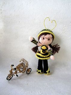 Bee girl pattern.  ------ Instructions on how to use buttons to make feet for amigurumi to stand. ------ Also information on creating your amigurumi from your sketch.