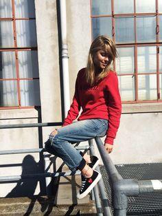 boyfriend jeans+ red jumper