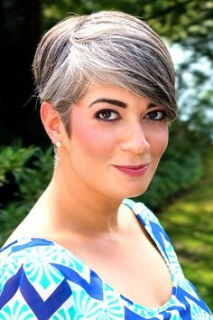fab hair, fab make-up, right colors for her skin. Rockin that grey! Short Grey Hair, Short Hair Styles, Silver White Hair, Grey Hair Inspiration, Gray Hair Growing Out, Transition To Gray Hair, Salt And Pepper Hair, Going Gray, New Hair