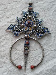 Africa   Enamel on Sterling Silver Fibula Cloak Pin from Morocco   ca. 1970s   168$