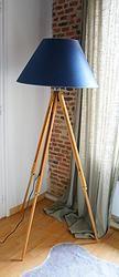 LAMPADAIRE TRIPODE:  en vente sur le site www.weartgalerie.com