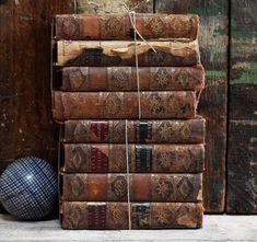#shakespeare #objetd'art #antiquedecor #sculpture #antiquebooks
