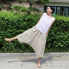 mombbe_ | Instagram Shop Fashion Sewing, Diy Fashion, Ideias Fashion, Fashion Dresses, Sewing Pants, Sewing Clothes, Dress Sewing Patterns, Clothing Patterns, Harem Pants Pattern