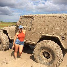 Nice Rims on Muddy Jeep + Jeep Girl . Jeep Carros, Carros Toyota, Jeep Wrangler Girl, Jeep Wrangler Unlimited, Auto Girls, Car Girls, Jeep 4x4, Jeep Truck, Jeep Willis