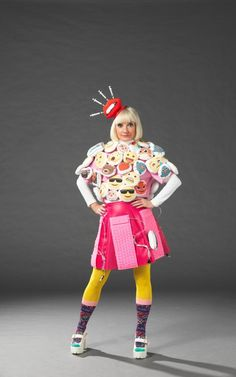 Jane Horrocks who plays Bubbles dressed up in her emoji costume Welsh, Patsy And Eddie, Emoji Costume, Jennifer Saunders, Joanna Lumley, Beautiful Old Woman, British Comedy, Absolutely Fabulous
