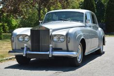 Used 1965 Rolls-Royce Silver Cloud III Stock # 20167 in Astoria, NY at Gullwing Motor Cars, NY's premier pre-owned luxury car dealership. Come test drive a Rolls-Royce today! Rolls Royce Black, Classic Rolls Royce, Rolls Royce Silver Cloud, Rolls Royce Cars, Dream Cars, Vintage Cars, Antique Cars, Retro Cars, Car Hd