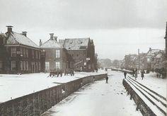 Het BOTERDIEP (ongedempt). Het zuidelijk gedeelte gezien naar het noorden 1912 - Foto's SERC Bucharest, My Images, Netherlands, Holland, Dutch, Nostalgia, Boy Toys, Black And White, History