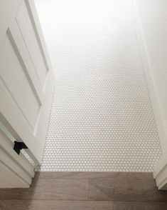 17 Stunning Bathroom Tile Floor Ideas (You Wish to Know Earlier) floor and decor bathroom tile ideas for stylish bathroom walls and floors. Stylish floor tiles, mosaic walls, colourful alcoves and everything in-between. Cheap Bathroom Flooring, Bathroom Floor Tiles, Bathroom Cabinets, Bathroom Vanities, Floor Grout, Tile Grout, Penny Tile Bathrooms, Bathroom Fixtures, White Bathroom Tiles