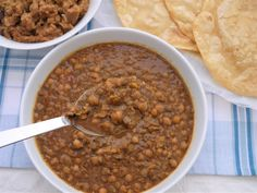 This Muslim Girl Bakes: Chickpea Curry – For Halwa Poori. More from my site Chicken Dalcha Recipe Pakistani Appetizers and Snacks – 30 Authentic Pakistani Appetizer Recipes: Pa… Bhatura Chole Recipe In Hindi Andhra Recipes, Puri Recipes, Spicy Recipes, Indian Food Recipes, Appetizer Recipes, Appetizers, Chana Recipe, Masala Recipe, Chole Recipe Punjabi