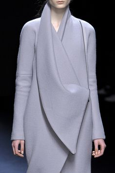 Haider Ackermann Fall 2010 via Zoe Reide-Walton onto Modern Minimalist Fashion Fashion Details, Fashion Design, Fashion Trends, Mein Style, Winter Mode, High Fashion, Womens Fashion, Paris Fashion, Trendy Fashion