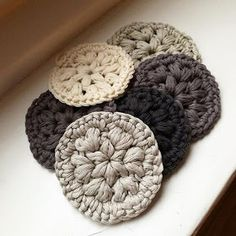 Here& how it works: Crochet make-up removal pads Just a jug outside !: How it works: Crochet make-up removal pads Crochet Basics, Crochet Stitches, Knit Crochet, Halloween Make, Single Crochet Stitch, Double Crochet, Mandalas Painting, How To Start Knitting, Tampons