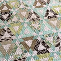 Love this #hopscotchquilt from a week or two ago. I'm drawing a blank on who's it was sorry! #thimbleblossoms quilted with modern loops #latimerlanequilting #longarmquilting