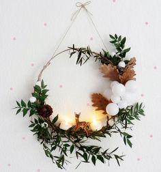 La couronne de Bambi Une couronne sous le signe de la forêt et 100% nature réalisée avec quelques branches, des pommes de pin. On y glisse une petite figurine Bambi pour un bel effet poétique. A retrouver sur le blog Oui Oui Oui Studio.