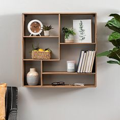 Our Modular Wooden Wall Shelf is a unique and modern storage solution! This shelf is perfect for storing your most loved books and favorite every day items. Modern Shelving, Wall Showcase Design, Furniture Design Living Room, Wall Bookshelves, Shelves, Shelf Decor Living Room, Wooden Wall Shelves, Wall Shelves Living Room, Wall Shelves Bedroom