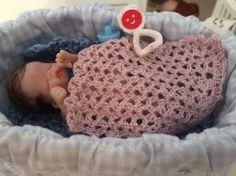Virkattu vaaleanpunainen vauvan peitto