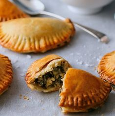 Recipe for Spinach and Feta Empanadas – perfect for pastry-lovers Ingredients For the pastry: 2 cups flour ¼ tsp salt 120g butter 1 large egg, lightly beaten 2-4 tbsp water […]