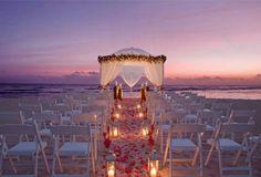 romanticismo en la playa al atardecer