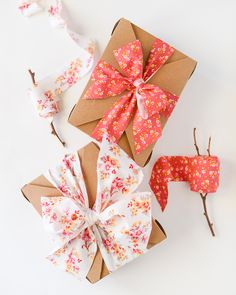 gift wrapping with fabric ribbon