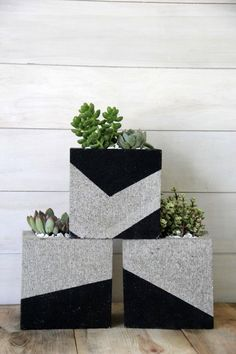 DIY plant pots and stands that'll get you ready for spring Cinder blocks are an affordable way to craft modern planters for your succulents.Cinder blocks are an affordable way to craft modern planters for your succulents. Modern Planters, Outdoor Planters, Cinderblock Planter, Succulent Outdoor, Diy Planters, Cinder Block Furniture, Cinder Block Garden, Cinder Block Ideas, Cinder Block Paint