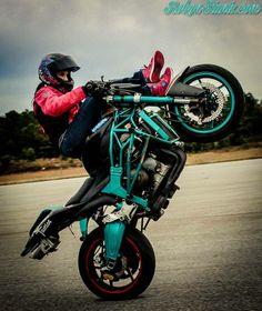 Stunt Girl--so cool Lady Biker, Biker Girl, Wheel In The Sky, Stunt Bike, Biker Chick, Bike Accessories, Street Bikes, Bike Design, Bike Life
