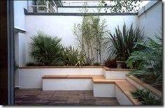 Terraza con jardinera y banca