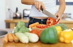 Große Trennkost-Tabelle zum Ausdrucken - Joghurt gehört zum Eiweiß, süße Säfte zu den Kohlenhydraten - falsch gedacht! Die Trennkost-Tabelle hält ein paar Überraschungen bereit, was die Einteilung der Lebensmittel in die drei Gruppen Kohlenhydrate...