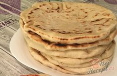 Bread substitute from the cup. Flatbreads with plain yogurt, which even beginners can prepare. Pizza Recipes, Gourmet Recipes, Bread Recipes, Baking Recipes, Healthy Recipes, Bread Substitute, Savoury Baking, Food Decoration, Healthy Protein