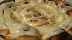 Do you like cinnamon rolls? Don't buy them - make them FRESH instead. Here is my go-to recipe for making soft, sweet cinnamon rolls. Biscuit Cinnamon Rolls, Cinnabon Cinnamon Rolls, Honey Buns, Bread Machine Recipes, Delicious Breakfast Recipes, Fabulous Foods, Dinner Rolls, Food To Make, Good Food
