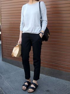 40 Ideas how to wear birkenstock casual minimal chic Birkenstock Outfit, Black Birkenstock, Minimal Chic, Minimal Fashion, Minimalist Fashion Summer, Looks Style, Style Me, Simple Style, Mode Outfits