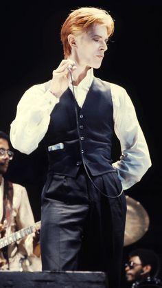 Thin White Duke in classic pose - Gitanes in pocket