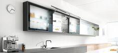Küchen Oberschränke / Hängeschränke gibt es in den unterschiedlichsten Ausführungen und mit zahlreichen Öffnungsmechanismen.