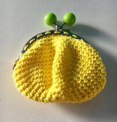 Porte monnaie au crochet vert et jaune - Un grand marché
