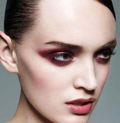 Dark Red Eye Makeup – Beauty and Make Up Pictures Red Eye Makeup, Love Makeup, Beauty Makeup, Makeup Looks, Hair Makeup, Ghost Makeup, Makeup Eyes, Eyeshadow Makeup, Makeup Art