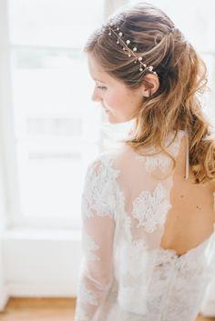 Un air de Ballet - Le Wedding magazine - © Harriette Earnshaw - robe Atelier Emelia - Accessoire English Garden - Camille - Aure Bret Maquilleuse