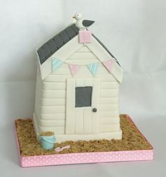 Beach hut birthday cake with bunting, sand, bucket and spade and seagull! www.littlepartyboutique.co.uk www.facebook.com/TheLittlePartyBoutique