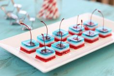 Red White and Blue Jello Shots. Red White and Blue Jello Shots with Cherries Cherry Jello Shots, Blue Jello Shots, Jello With Fruit, Jelly Shots, Cherry Vodka, Raspberry Vodka, Blue Cherry, Bon Appetit, Jello Shot Recipes