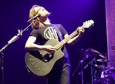 SW plays new signature model Babicz acoustic guitar